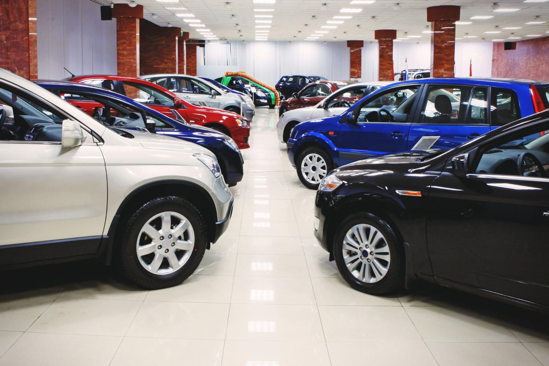 А вы задумывались, почему в автосалонах такие дорогие машины?